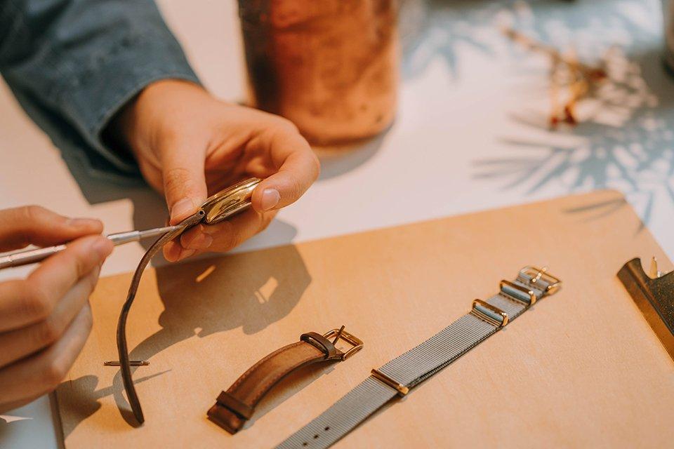 enlever bracelet montre